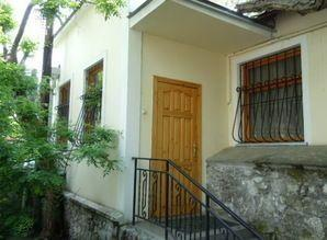 Renting from the owner of a house in the center of Yalta to