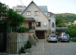 Rent for a long time home in the green zone in Yalta (Crimea