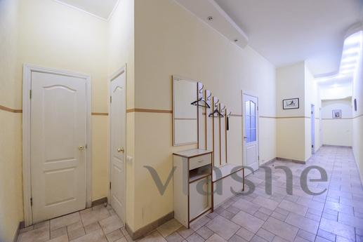 3-bedroom apartment in the heart of Kiev, Kyiv - apartment by the day