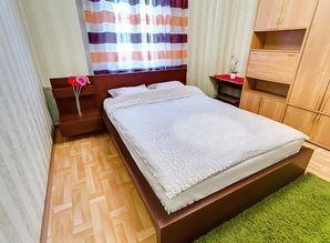 A clean and cozy apartment at the very center of the city. L