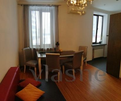 Beautiful, stylish, spacious apartment with high ceilings is