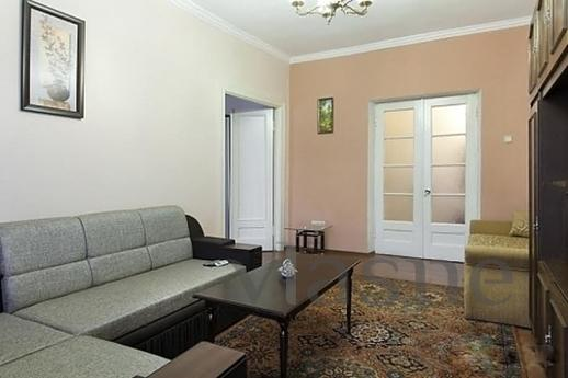 Cozy, warm two-bedroom apartment on Khreshchatyk. Adjacent s