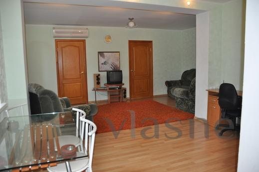 3-bedroom studio apartment, Poltava - apartment by the day