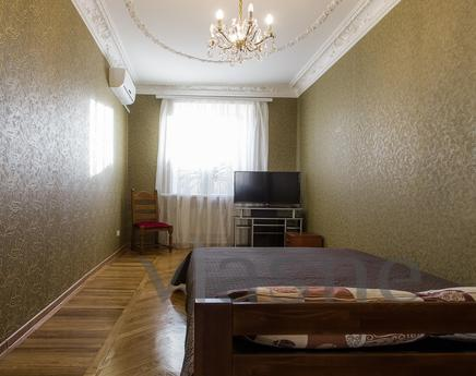 new private house in the center, Odessa - apartment by the day